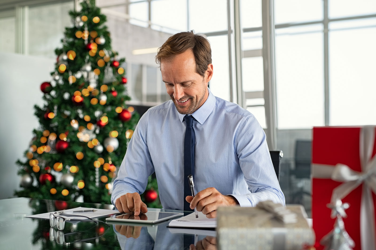 4-Business-Lessons-We-Can-Learn-From-Hallmark-Holiday-Movies