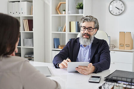 asking-questions-to-employee