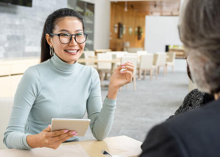 businesswoman-conducting-interview